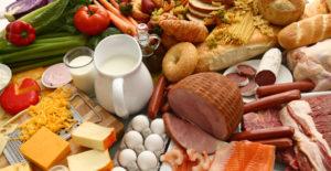 L-Carnitin in natürlicher Form ist in Fisch, Fleisch, Milch, Nüssen und Eiern enthalten.